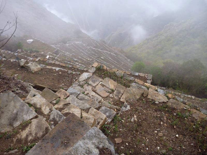 Ruine d'inka de Choquequirao dans la jungle péruvienne de montagne image stock
