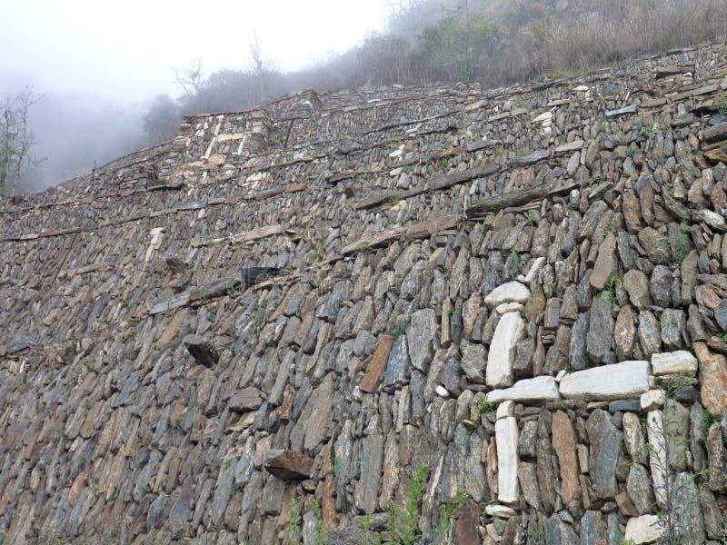 Ruine d'inka de Choquequirao dans la jungle péruvienne de montagne photos libres de droits