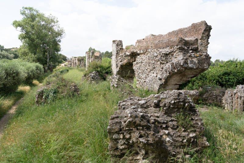 Ruine de Barbegal d'un aqueduc romain images libres de droits