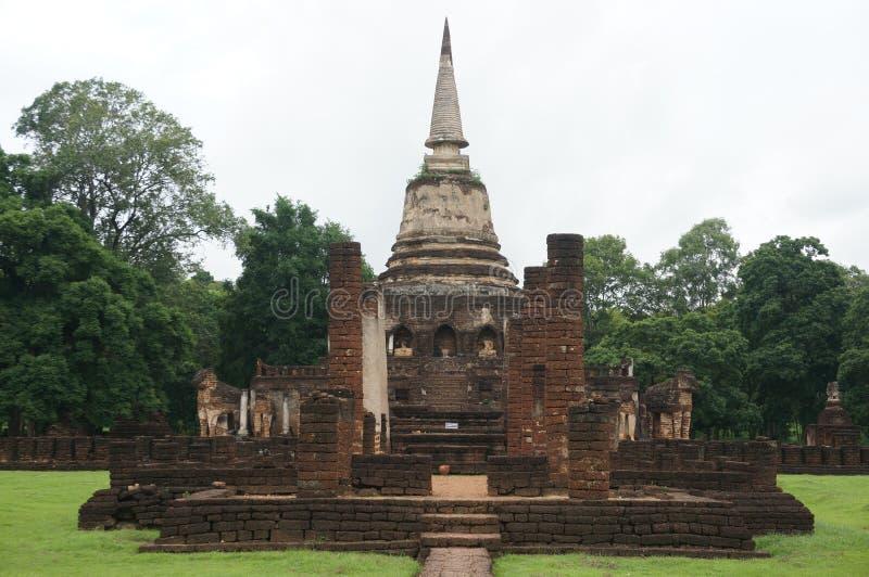 Ruine der Pagode und der Buddha-Statue, Thailand stockfotografie