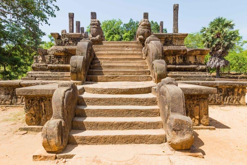 Ruine eines alten Gebäudes in Polonnaruwa, das mittelalterliche Kapital lizenzfreie stockfotos
