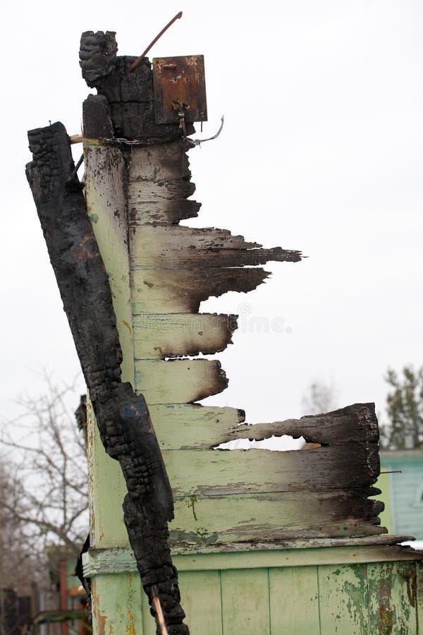 Ruine en bois brûlée de mur photos stock