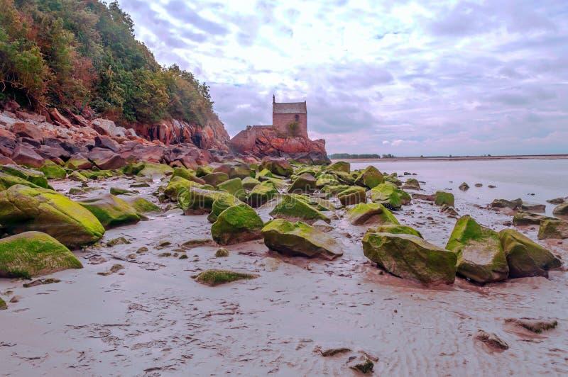 Ruine l'église de Mont Saint Michel photographie stock