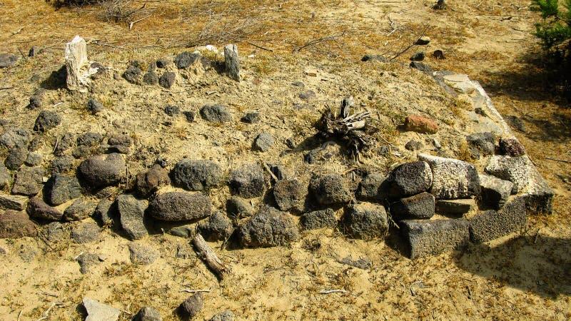 Ruine von alten historischen archäologischen Aushöhlungen bei Adulis, Eritrea lizenzfreie stockfotografie