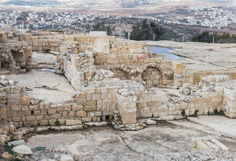 Ruinen auf dem Gebiet des Grabs von Samuel - der Prophet Auch gefunden in Al-Nabi Samuil - palästinensisches Dorf I An-Nabi Samwi stockbilder