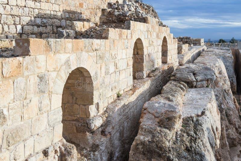 Ruinen auf dem Gebiet des Grabs von Samuel - der Prophet Auch gefunden in Al-Nabi Samuil - palästinensisches Dorf I An-Nabi Samwi stockfotos