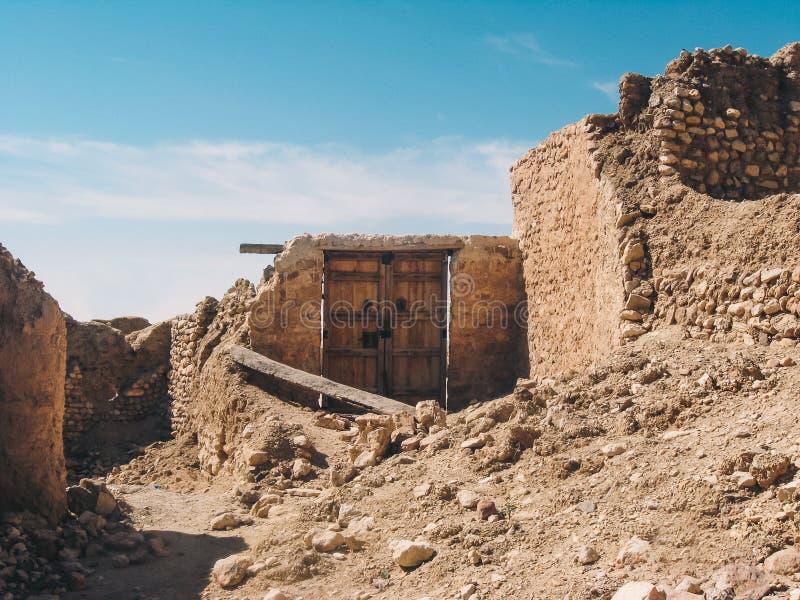 Ruinen auf Sahara-Wüste lizenzfreie stockfotos