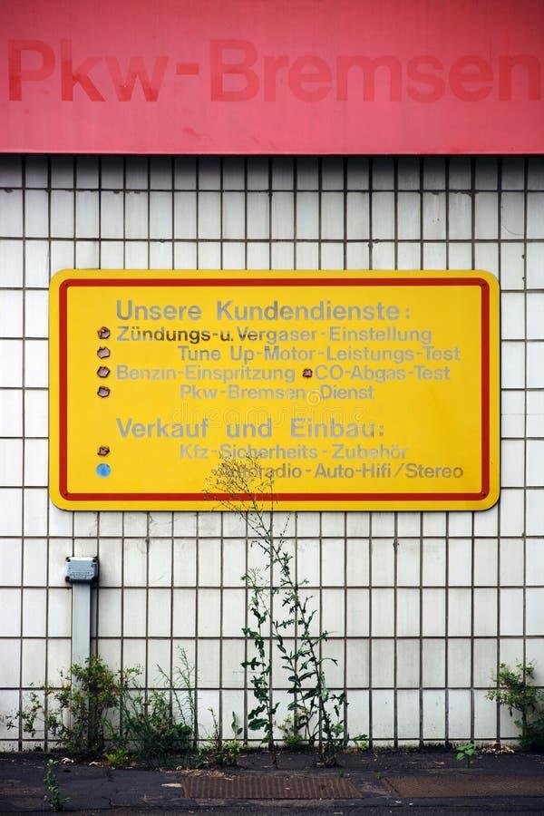 Ruinen-Autoreparatur lizenzfreies stockfoto
