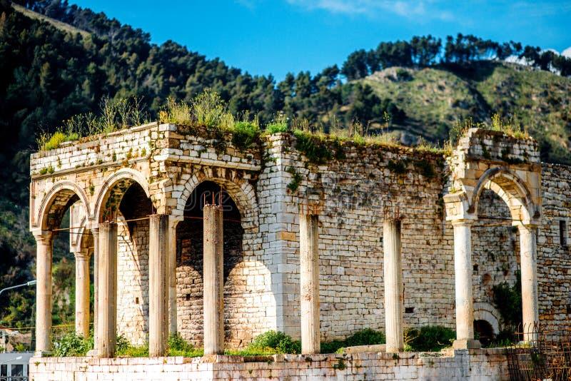 Ruinen in Berat-Stadt lizenzfreie stockbilder