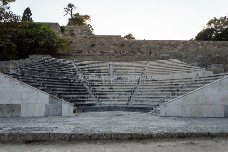 Ruinen der Akropolis Rhodes und das antike olympische Stadion in Rhodos Stadt stockbilder
