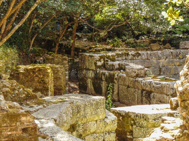 Ruinen der alten Stadt Butrint lizenzfreies stockfoto