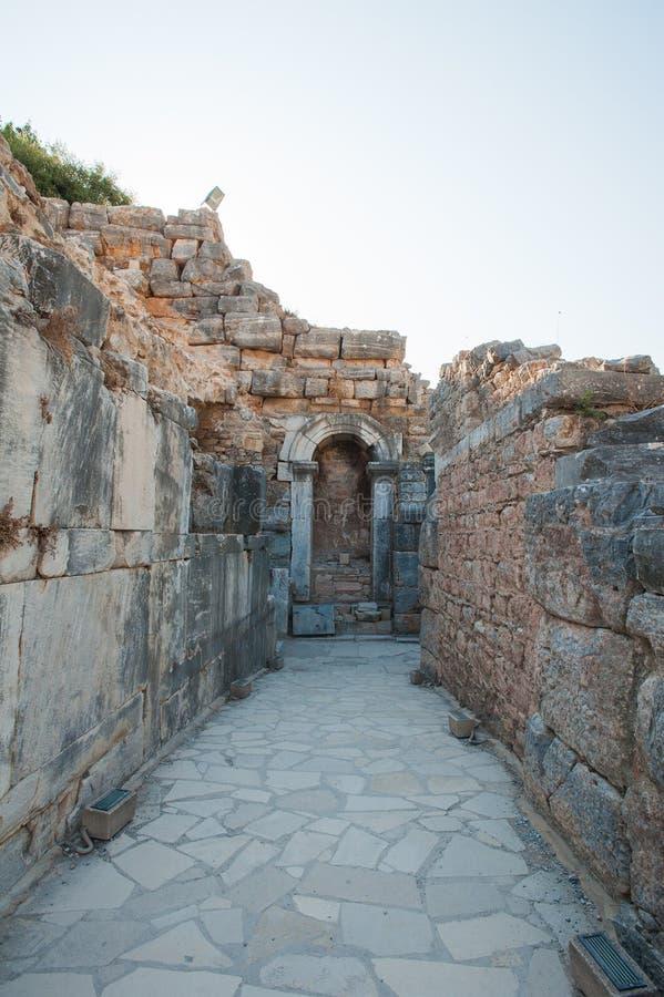 Ruinen der alten Stadt Ephesus, die altgriechische Stadt in der T?rkei, an einem sch?nen Sommertag stockbild