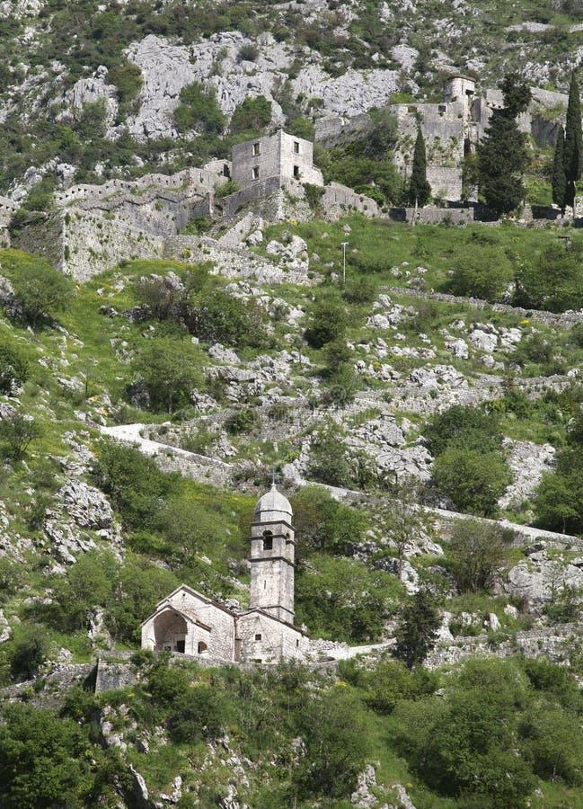 Ruinen der Festung über Kotor lizenzfreie stockfotos