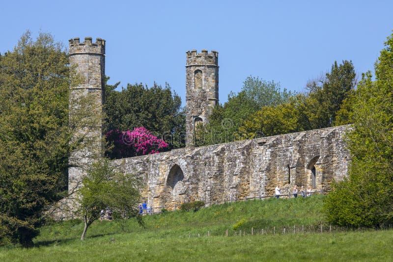 Ruinen der Kampf-Abtei in Ost-Sussex lizenzfreie stockfotografie