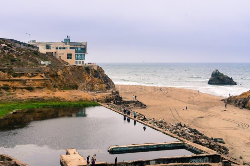 Ruinen der Sutro-Bäder an einem bewölkten Tag, San Francisco, Kalifornien lizenzfreies stockfoto