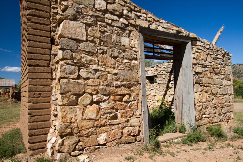 Ruinen des 19. Jahrhunderts in Lincoln, New-Mexiko stockfotos