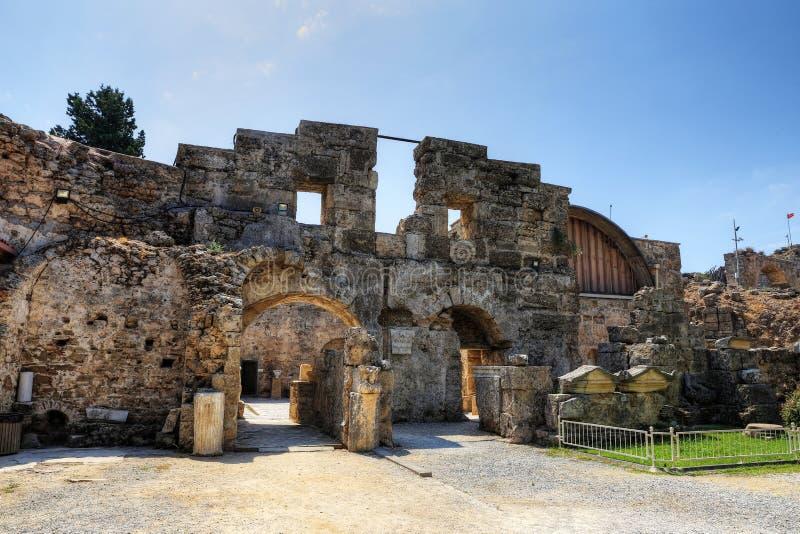 Ruinen des Agoras, alte Stadt in der Seite an einem schönen Sommertag, Antalya, die Türkei stockfotografie
