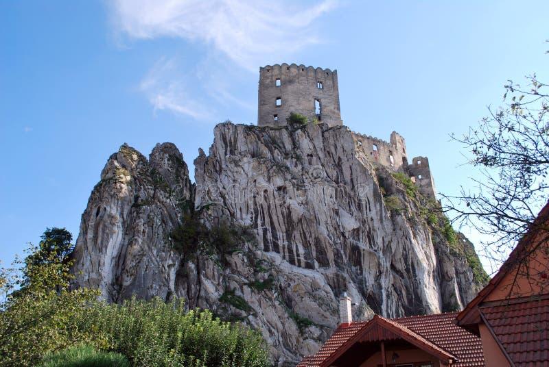 Ruinen des alten Beckov-Schlosses stockbilder
