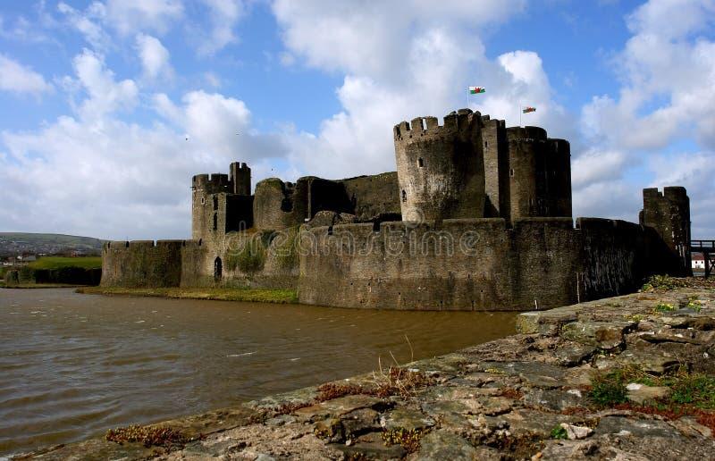 Ruinen des Caerphilly Schlosses, Wales. lizenzfreies stockbild