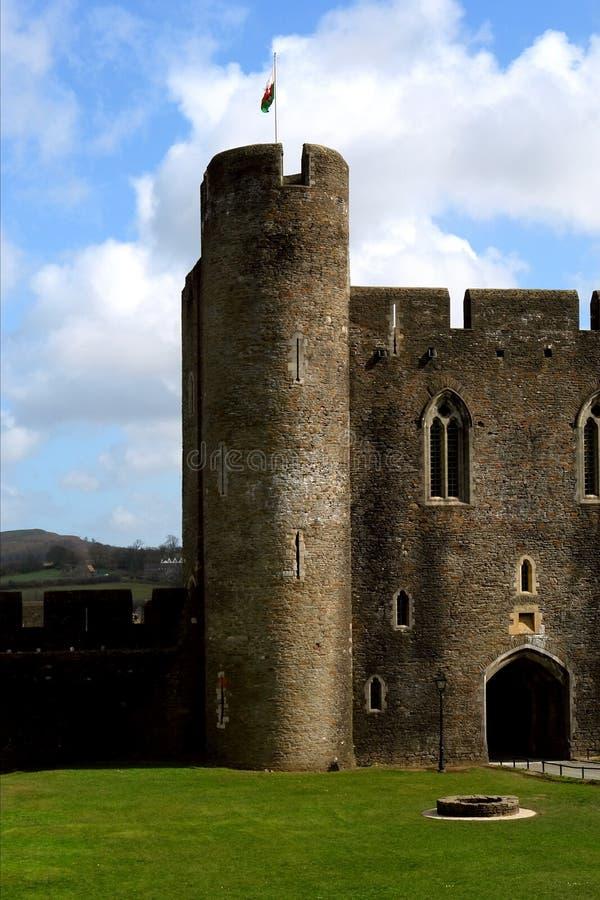 Ruinen des Caerphilly Schlosses, Wales. lizenzfreie stockfotografie