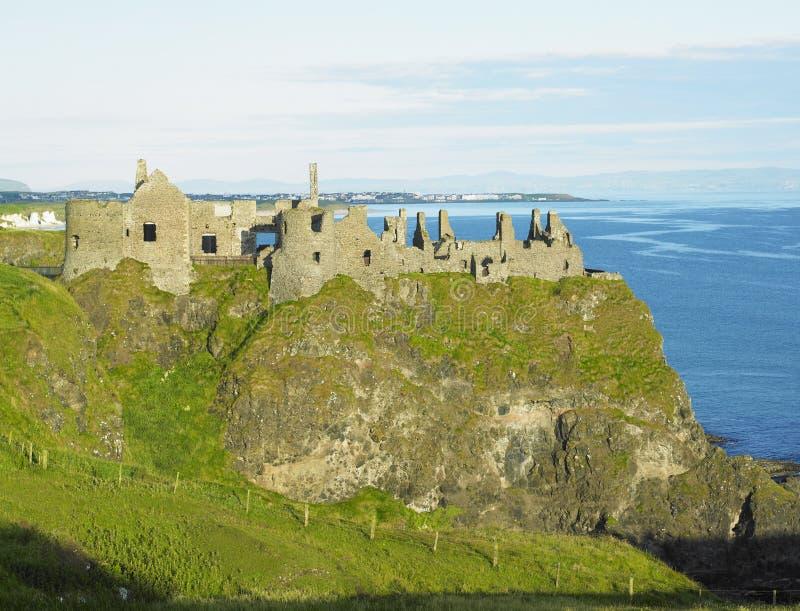 Ruinen des Dunluce Schlosses lizenzfreie stockbilder
