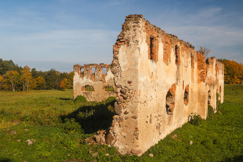 Ruinen des Landsitzes nahe Turgelyay stockbilder