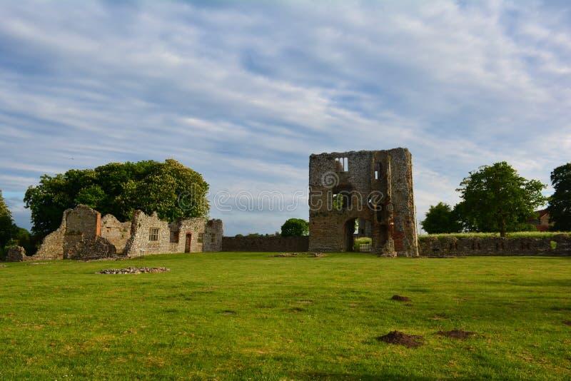 Ruinen des mittelalterlichen Schlosses, Baconsthorpe-Schloss, Norfolk, Vereinigtes Königreich lizenzfreies stockbild
