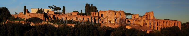 Ruinen des Palatine-Hügelpalastes in Rom lizenzfreies stockfoto