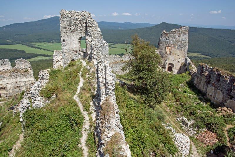 Ruinen des Schlosses Gymes in Slowakei stockbild