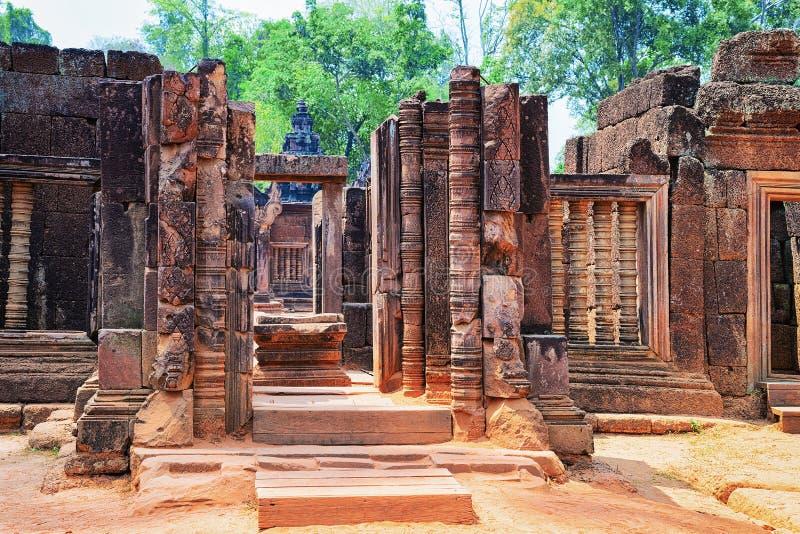 Ruinen des Tempelkomplexes Banteay Srei bei Siem Reap lizenzfreie stockbilder