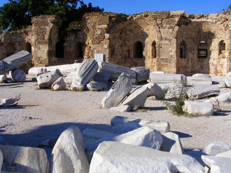 Ruinen des Tempels von Apollo in der Seite an einem schönen Sommertag in Antalya, die Türkei lizenzfreies stockfoto