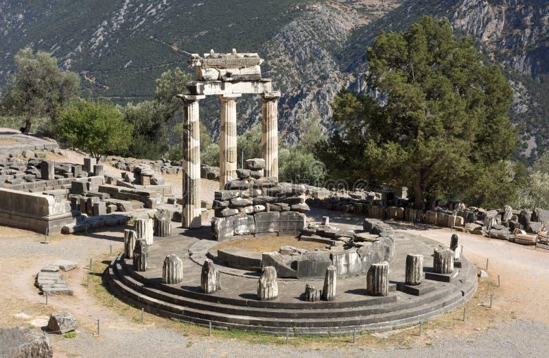 Ruinen des Tempels von Athena Pallas in Delphi, Griechenland lizenzfreie stockfotos