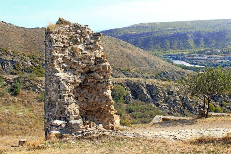 Ruinen des Turms Jvari-Klosters, Georgia lizenzfreie stockfotos