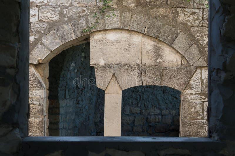 Ruinen des verlassenen palästinensischen Dorfs Kafr Birim im Norden von Israel, in dem die Christen Maronites bis die Mitte lebte stockfotos