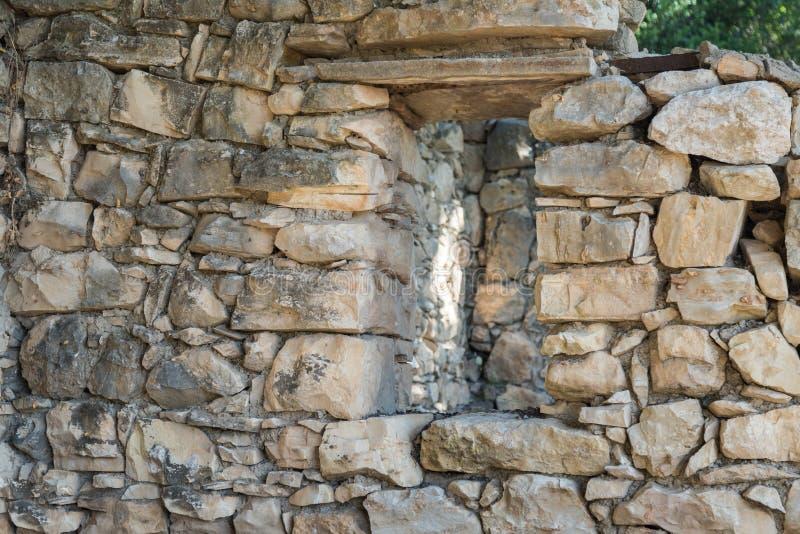 Ruinen des verlassenen palästinensischen Dorfs Kafr Birim im Norden von Israel, in dem die Christen Maronites bis die Mitte lebte stockfotografie