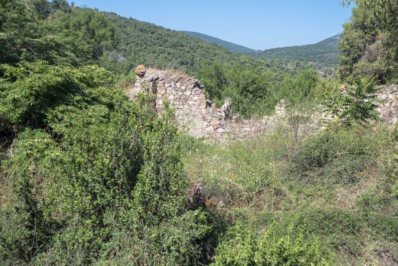 Ruinen des verlassenen palästinensischen Dorfs Kafr Birim im Norden von Israel, in dem die Christen Maronites bis die Mitte lebte stockbilder