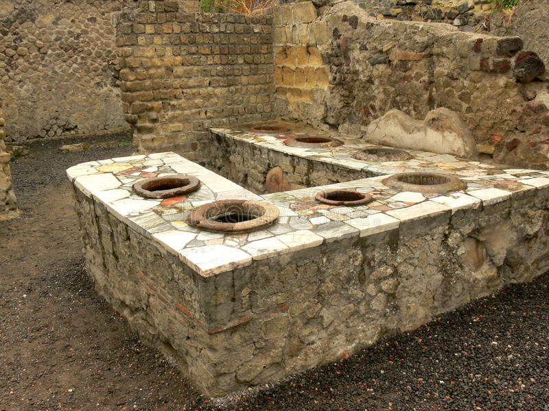 Ruinen einer allgemeinen Stange in Herculaneum, Italien stockfotografie