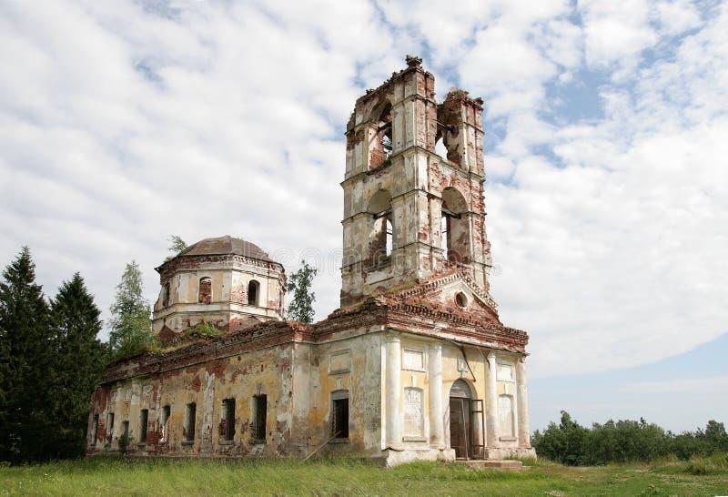 Ruinen einer Kirche lizenzfreie stockfotografie