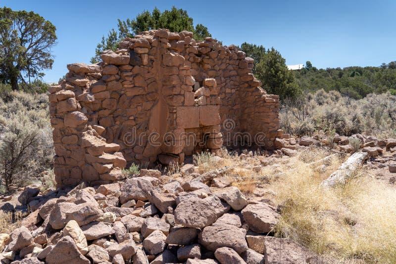 Ruinen eines Hauses in altem Irontown, eine Geisterstadt in Utah nahe Cedar City stockbild