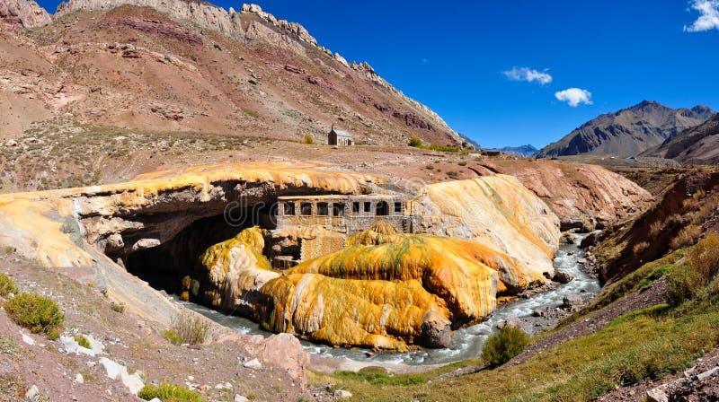 Ruinen Gorgeous Puente Del Inca zwischen Chile und Argentinien stockfoto