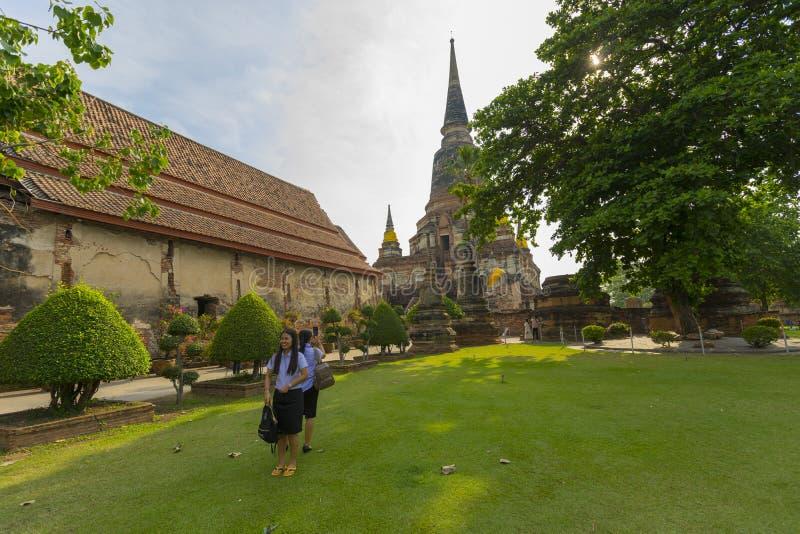 Ruinen-Pagode von Wat Yai Chaimongkol in Ayutthaya stockfotos