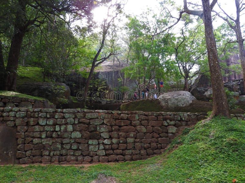 Ruinen Royal Palaces auf L?wefelsen, Sigiriya, Sri Lanka, UNESCO-Welterbest?tte lizenzfreies stockfoto