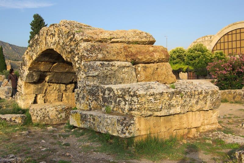Ruinen von altem Hierapolis, Pamukkale Die Türkei stockbild