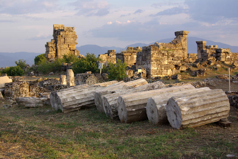 Ruinen von altem Hierapolis, Pamukkale Die Türkei lizenzfreies stockfoto