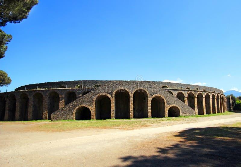 Download Ruinen von altem Pompeji stockfoto. Bild von eruption - 96931898