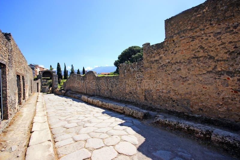 Download Ruinen von altem Pompeji stockfoto. Bild von zerstört - 96932420