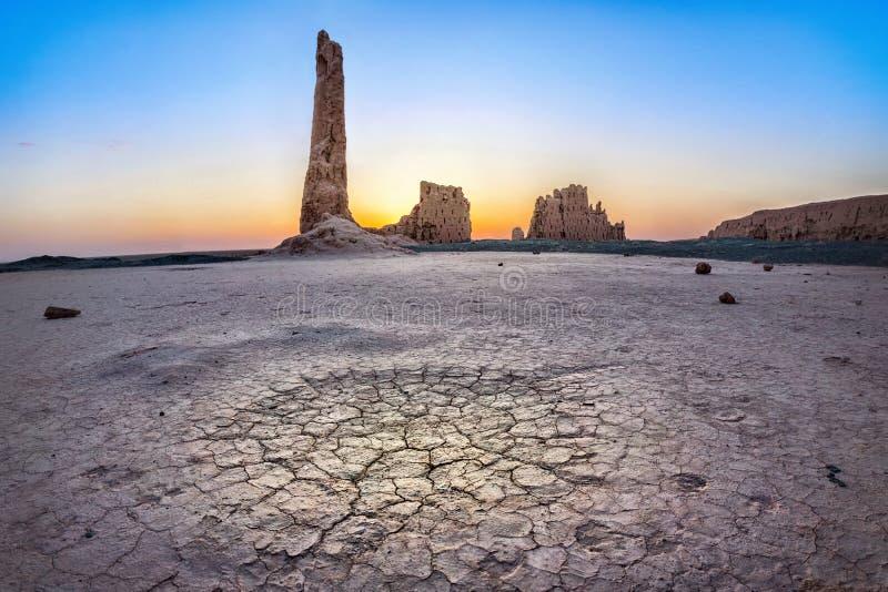 Ruinen von Djanpik-qala stellten Kyzylkum-Wüste, Usbekistan auf lizenzfreie stockfotos