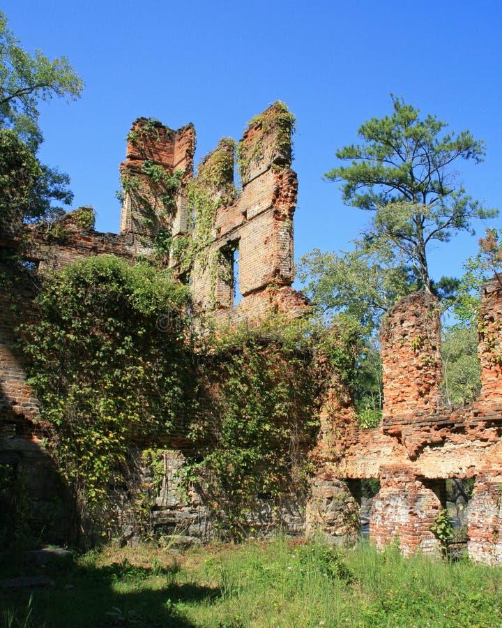 Ruinen von Mühle New Manchester Manufacturing Company am Sweetwater-Nebenfluss-Nationalpark in Georgia lizenzfreies stockfoto