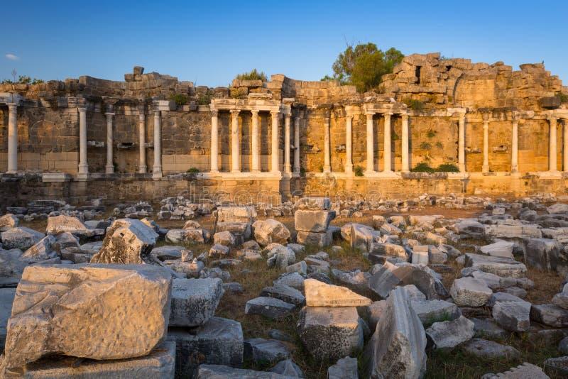 Ruinen von Nymphaion, der alte Aqu?dukt der Seite, die T?rkei stockfotografie
