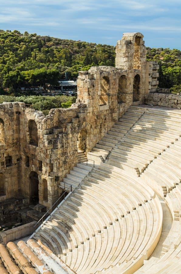 Ruinen von Odeon von Herodes-Atticus in der Akropolise von Athen, Griechenland stockbild